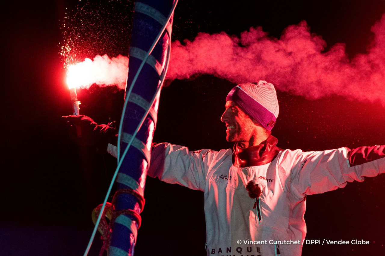 LE CLÉAC'H SMASHES VENDÉE GLOBE RACE RECORD IN SPECTACULAR STYLE